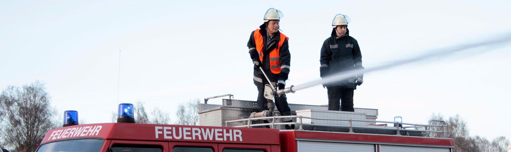 Unsere Feuerwehrmänner trainieren mit dem Fahrzeug in Hannover Region